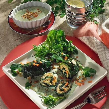 Mangoldröllchen mit bunter Reisfüllung und Kräuter Rezept