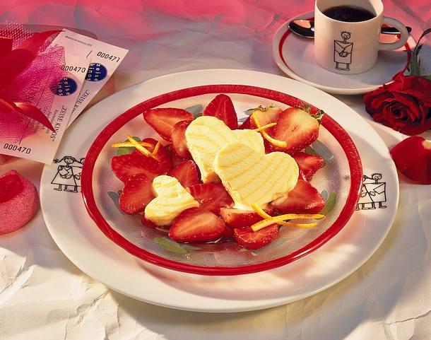 Marinierte Erdbeeren mit Eisherzen Rezept
