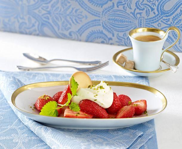 Marinierte Erdbeeren mit Sahne (royales Dinner) Rezept