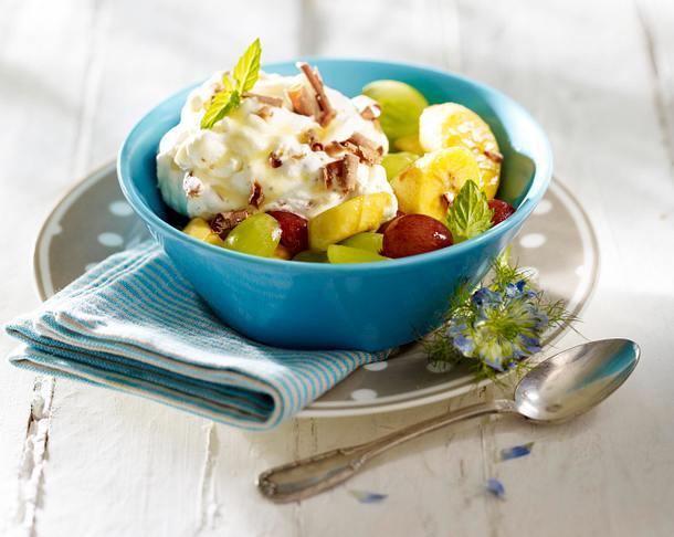 Marinierte Minibananen und Trauben mit Tobleronecreme Rezept