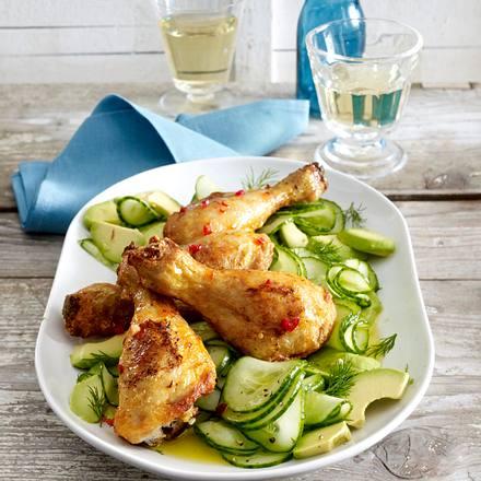 Marinierte Peri-peri Hähnchenkeulen zu Gurkensalat mit Avocado Rezept