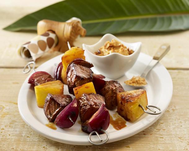 Marinierte Rindfleischspieße mit Ananas und Zwiebeln Rezept