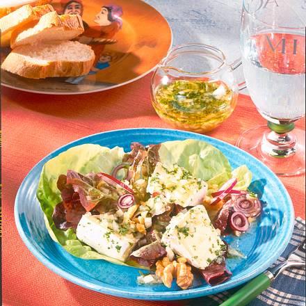 Marinierter Käse mit Salat Rezept