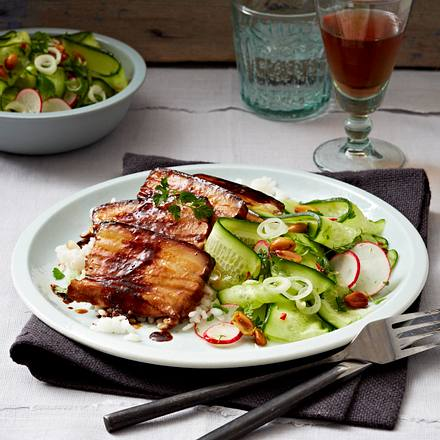 Marinierter Schweinebauch mit Radieschen-Gurken-Salat Rezept