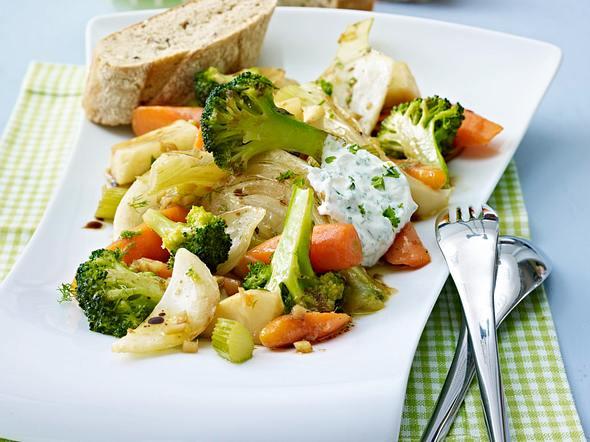 Mariniertes Gemüse mit Kräuterdip Rezept