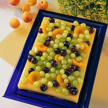 Marmorierter Kuchen mit Trauben auf Zitronencreme Rezept