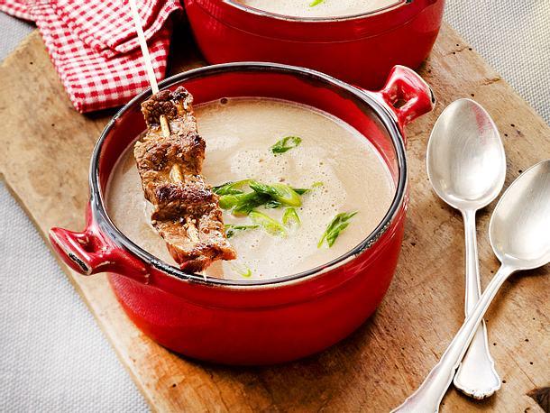 Maronen-Cremesuppe mit Rinder-Satéspießen Rezept