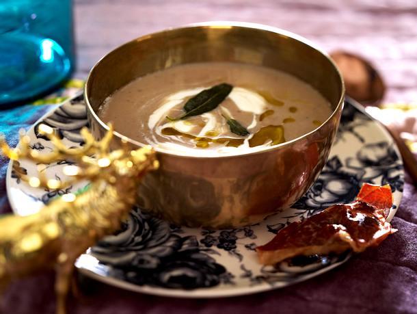 Maronen-Sellerie-Suppe mit Parmaschinken-Cranberry-Wan-Tans Rezept