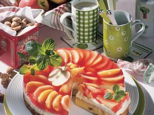 Marzipan-Mascarpone-Torte mit Apfelspalten Rezept