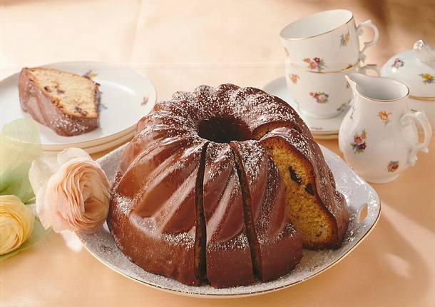 Marzipan-Napfkuchen mit Schokolade Rezept