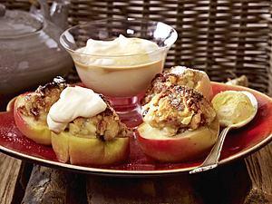 Marzipanbratäpfel mit Baileys-Sahne Rezept