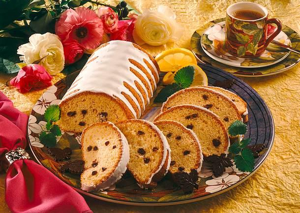 Marzipanrehrücken mit Schokoladenstückchen und Zitronenzuckerguss Rezept