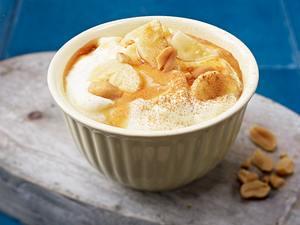 Mascarponecreme mit Bananen, Honig, Zimt und Erdnüssen Rezept