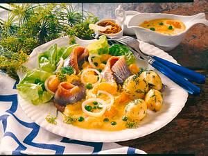 Matjesfilet mit buntem Currydip und neuen Kartoffe Rezept