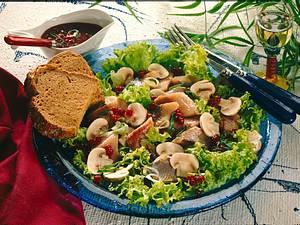 Matjessalat mit Preiselbeer-Senf-Vinaigrette Rezept