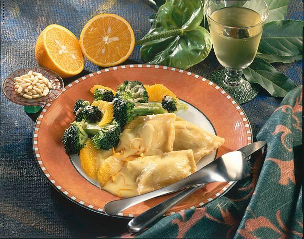 Maultaschen mit Broccoli und Orangenfilets Rezept