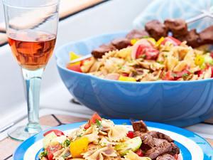 Maurische Fleischspieße mit Elviras Nudelsalat Rezept