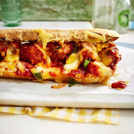 Meatball-Sandwich mit Käse und Ei Rezept