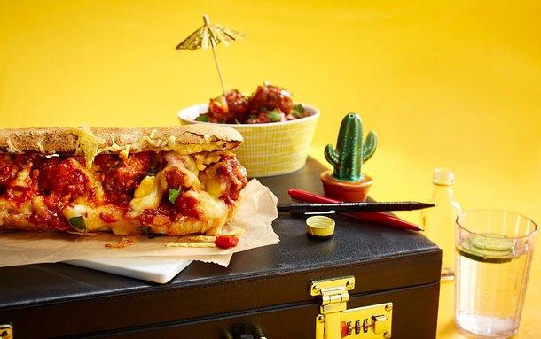 Meatball-Sandwich mit Salzbrezeln, Tomatensoße und doppelt Käse Rezept