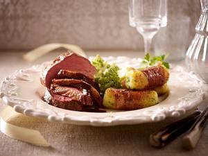 Medaillon-Platte (Rinderfilet, Schweinefilet und Entenbrust ) mit Schinken-Parmesan-Röllchen und Romanesco Rezept