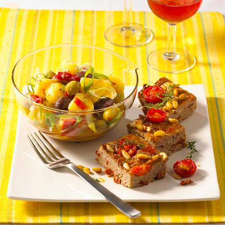 Mediterraner Kartoffelsalat mit Hackwürfeln Rezept
