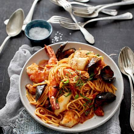Meeresfrüchte-Spaghetti in Tomatensugo Rezept