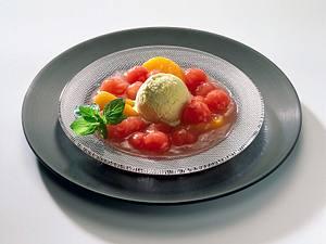 Melonen-Pfirsich-Kompott mit Eis Rezept