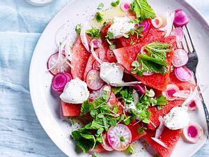 Melonen-Radieschen-Salat mit Ziegenfrischkäse Rezept