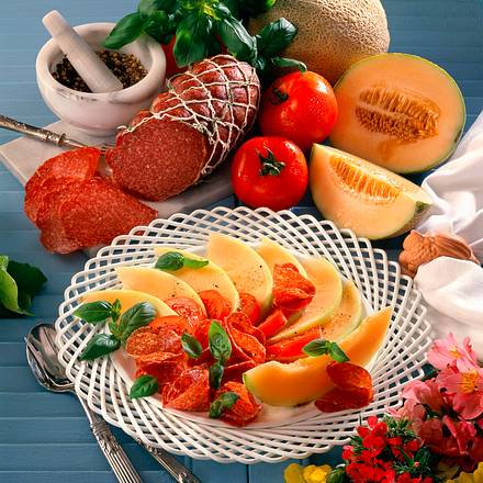 Melonen-Tomatensalat mit Salami Rezept