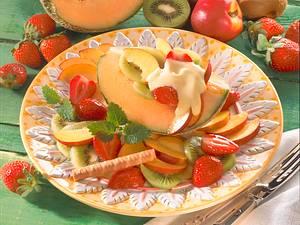 Melonenschiffchen mit Obstsalat Rezept