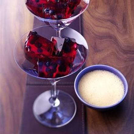 Merlot-Blaubeer-Gelee mit Vanille-Zabaione Rezept