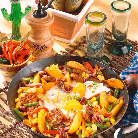 Mett-Gemüse-Pfanne mit Ei Rezept