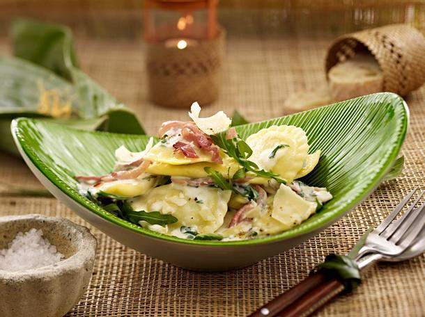 Mezzelune alla Rucola mit Trüffel-Sahnesoße (Promidinner Dschungelcamp Hauptgericht Kathy Karrenbauer) Rezept