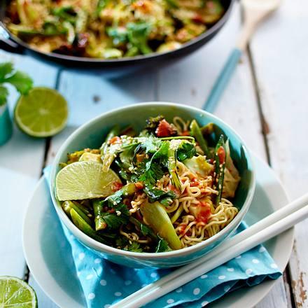 Mie-Nudeln mit grünem Gemüse in spicy Kokossoße Rezept