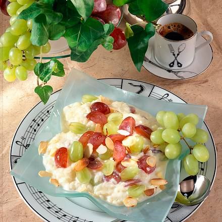 Milchreis mit Weintrauben und Mandeln Rezept