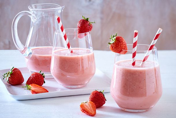 Milchshake mit gerösteten Erdbeeren und Mandelmilch Rezept