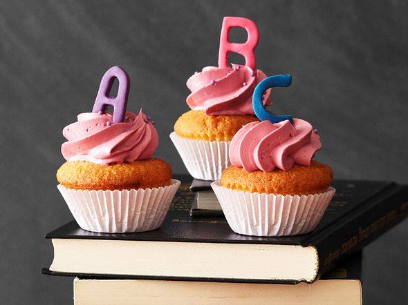 Mini-ABC-Cupcakes mit Marzipan Rezept