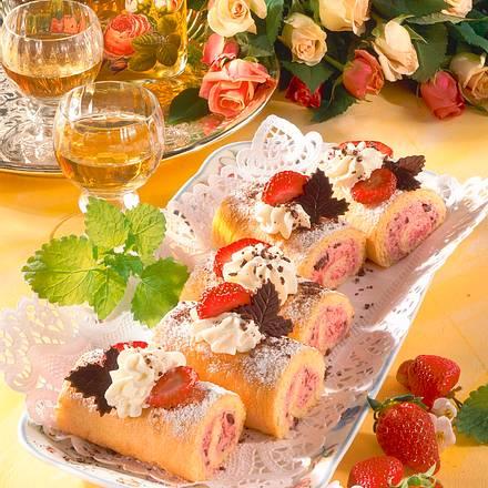 Mini-Biskuitrollen mit Erdbeeren Rezept