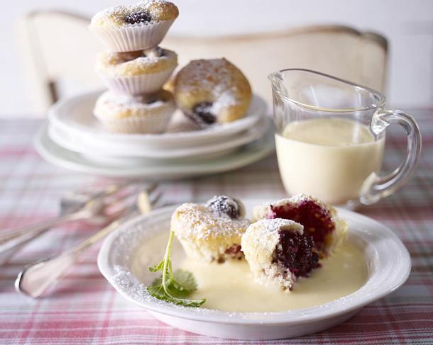 Mini-Brombeermuffins mit Vanillesoße Rezept