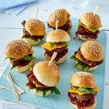 gef llte k stlichkeiten k ser llchen und mini burger rezept. Black Bedroom Furniture Sets. Home Design Ideas