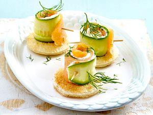 Mini-Gurken-Lachs-Röllchen Rezept