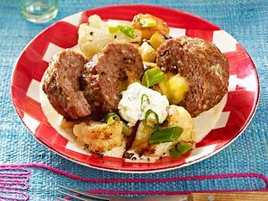 Mini-Hackbraten zu Blumenkohl-Lauchzwiebel-Kartoffel-Pfanne Rezept