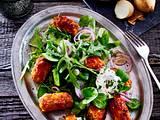 Mini-Hackröllchen auf Salat Rezept