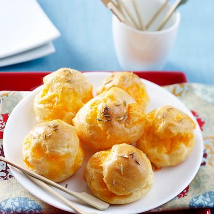 Mini Käse-Windbeutel mit Kreuzkümmel Rezept