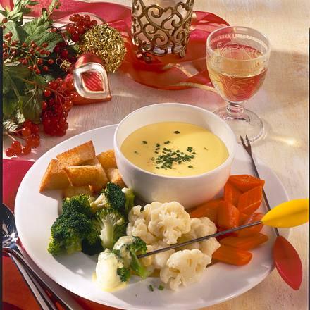 Mini-Käsefondue mit Gemüse & Croûtons Rezept
