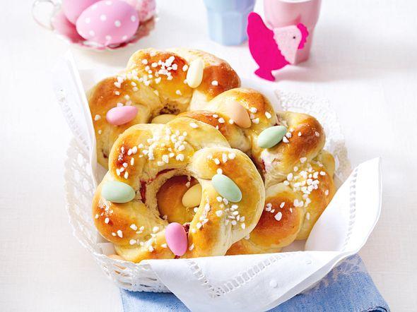 Mini-Osterkränze mit Zuckereiern Rezept