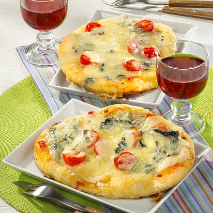 Mini-Pizzas mit zweierlei Käse Rezept