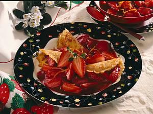 Minicrêpes mit Erdbeer-Rhabarberkompott Rezept