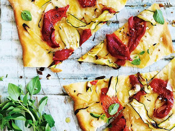 Minipizzas mit Zucchini und Röstpaprika Rezept