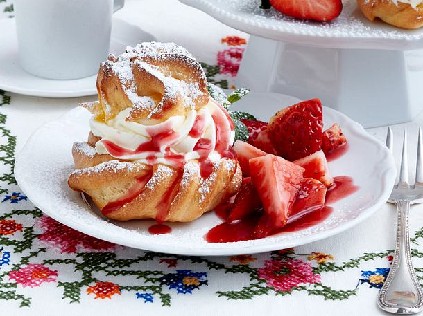 Miniwindbeutel mit Vanillesahne zu Erdbeersalat Rezept